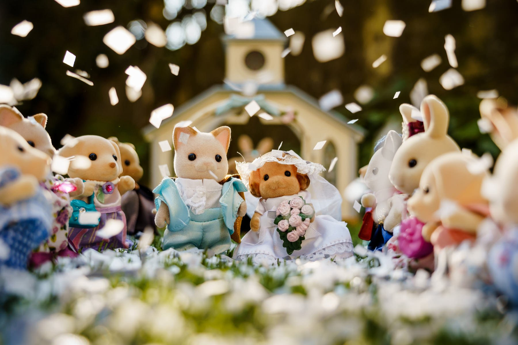 Sylvanian Family Bride and Groom confetti throw